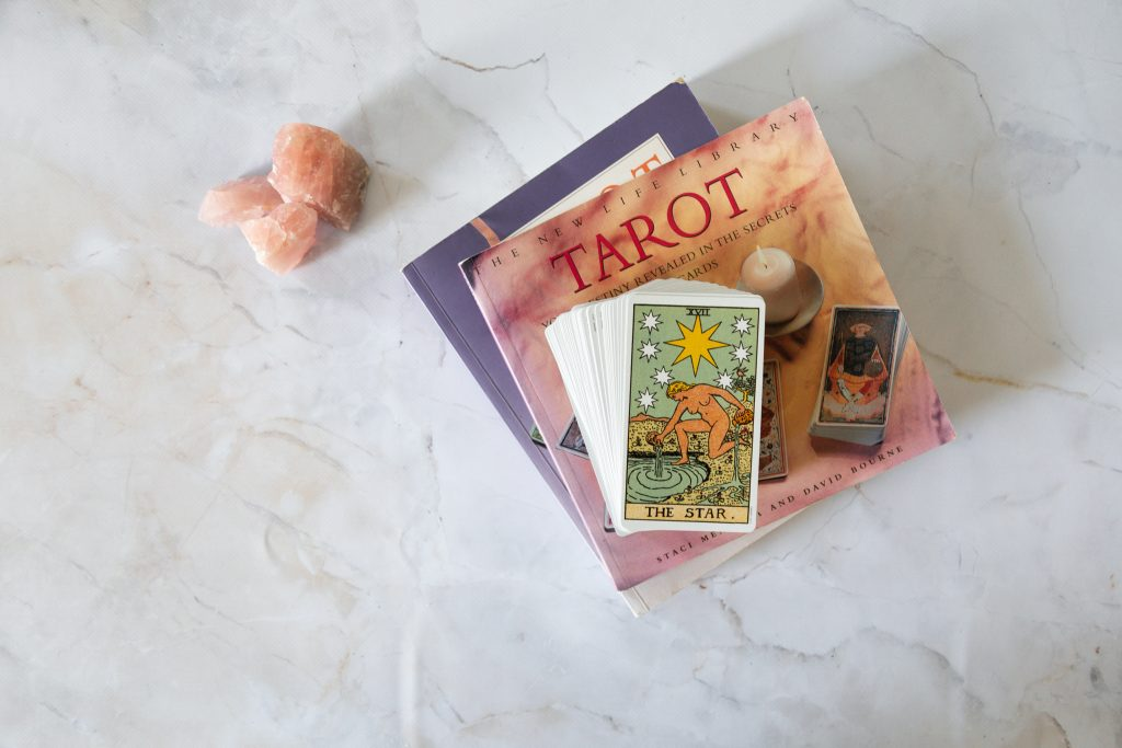 How to prepare a new tarot deck