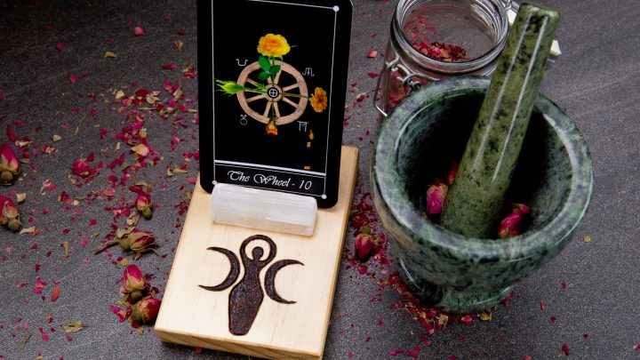 The Best Tarot Card Spread To Expand Your Practice and Read Anything Intuitively