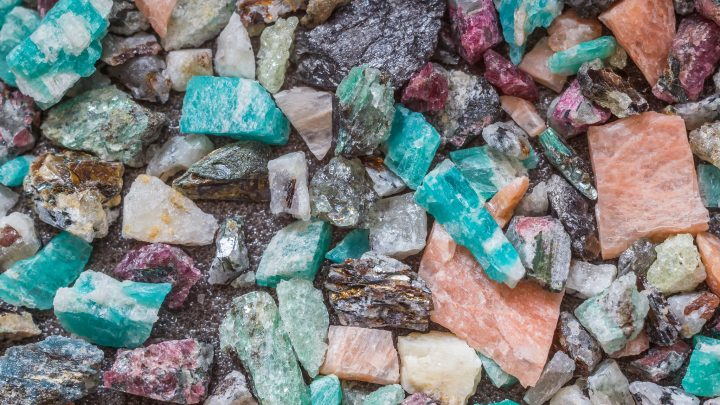 5 Super Awesome Crystals for Manifesting Cash Money Into Your Crazy Life